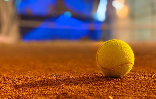 テニスコートのボール